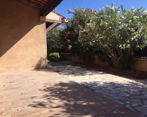 Appartement en rez de jardin d'une Villa - SANARY