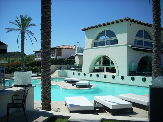 Une villa d'aujourd'hui avec piscine